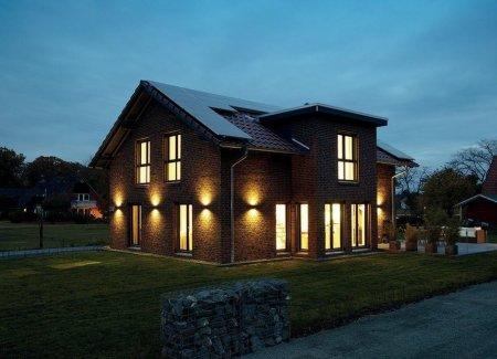 Выбор ламп для подсветки дома, возведенного за городом