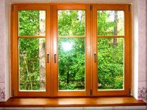 Окна из дерева: преимущества и особенности