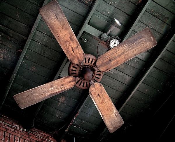 Потолочный вентилятор для открытого кафе — опыт владельца