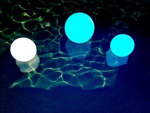 Подсветка бассейна — красота, созданная вами