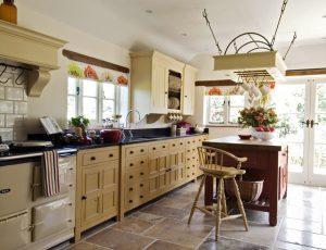 Столешница как интересный акцент в дизайне кухни
