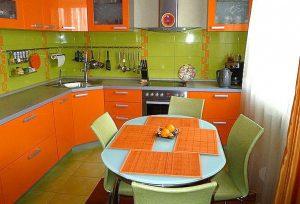 С чем сочетается оранжевый цвет в интерьере?